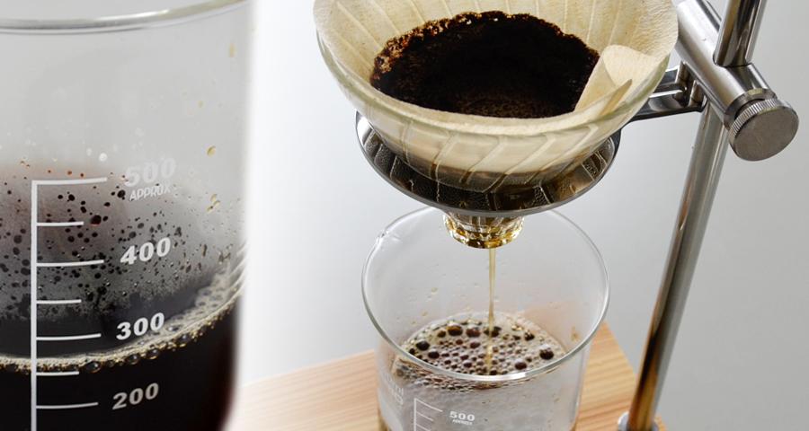 ビーカーでコーヒー理系インテリアがお洒落